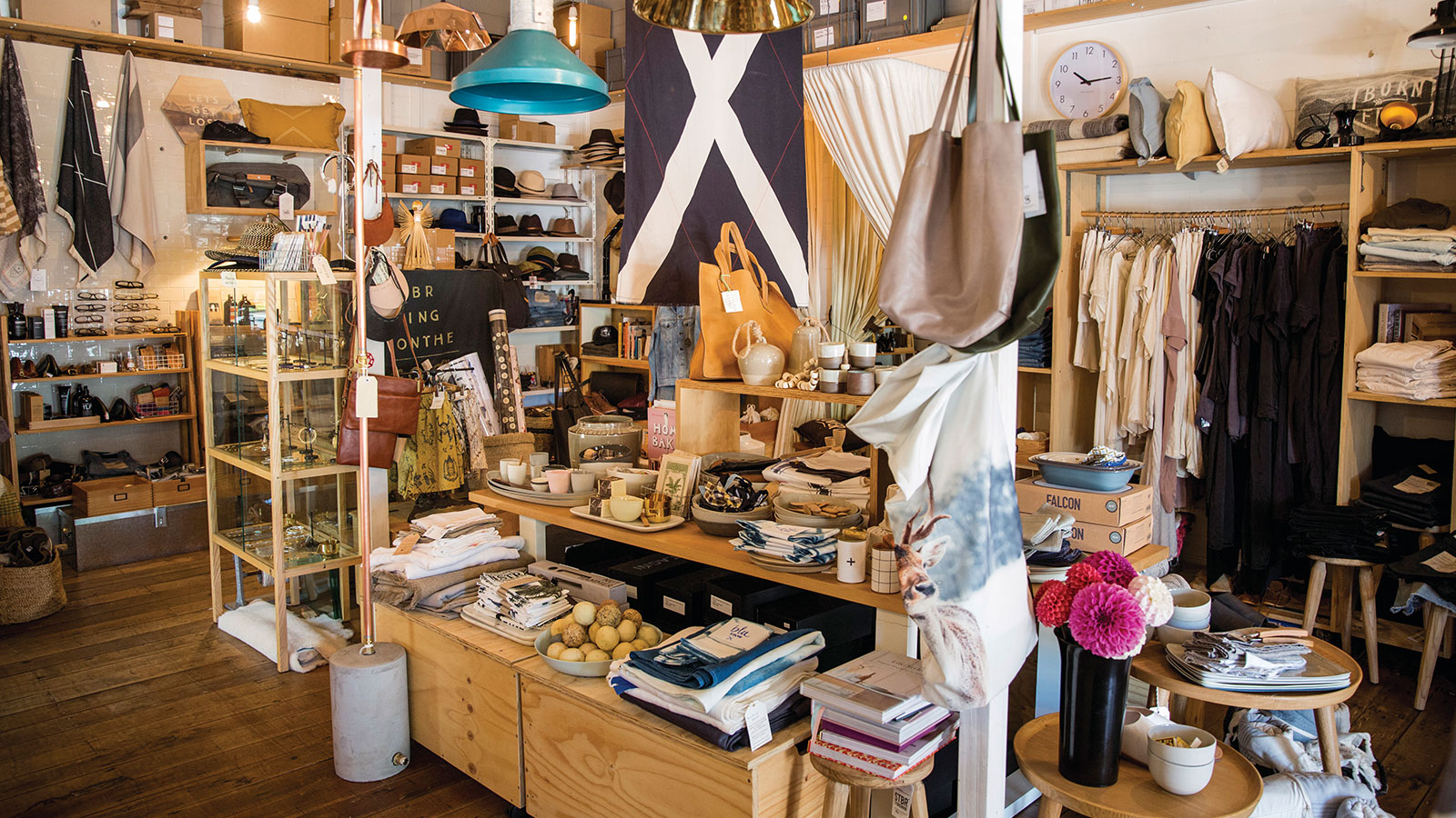 Byron Bay Shopping - Image Credit: Destination NSW
